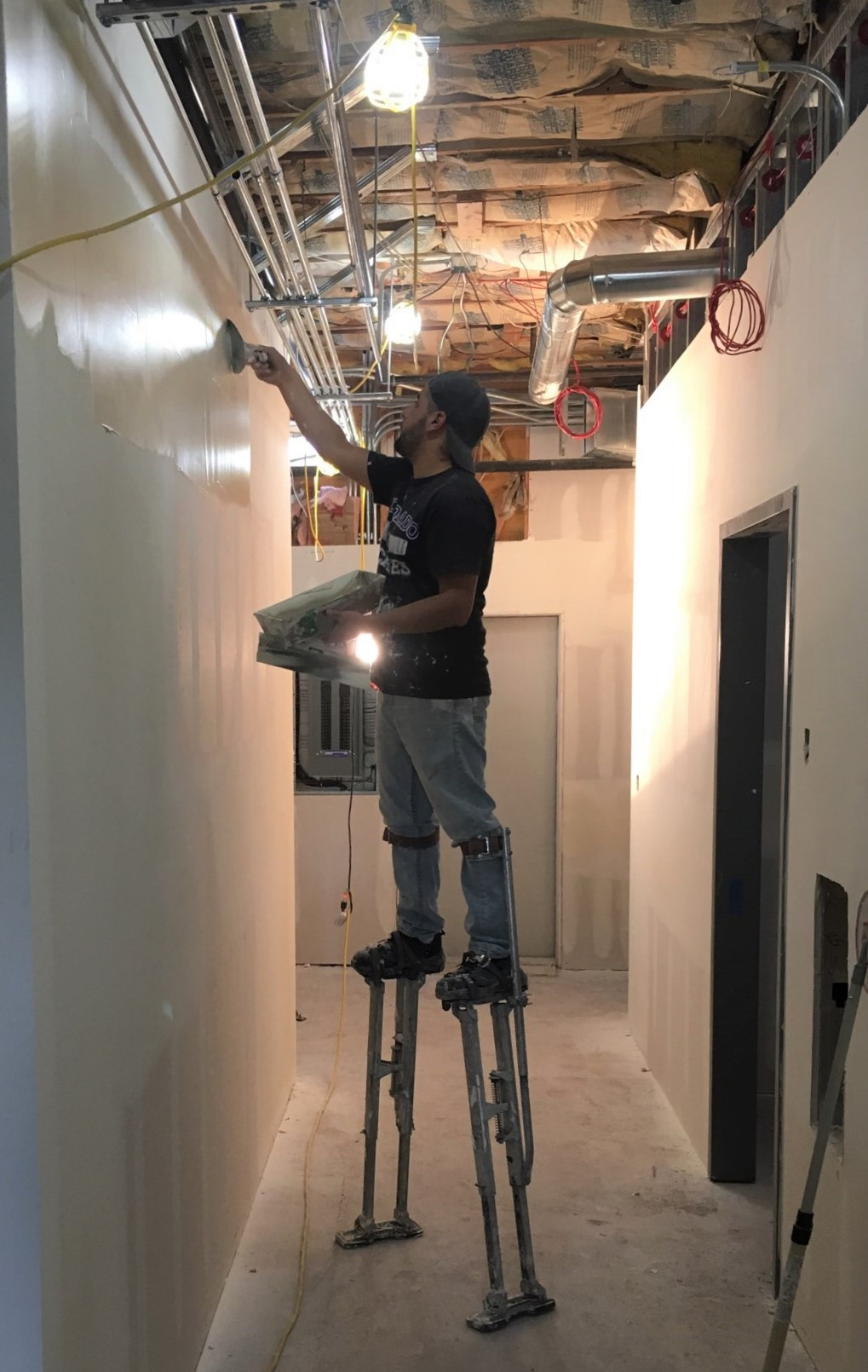 Worker on drywall stilts 10-10-2018 Tour